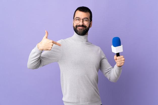 Homme avec barbe sur fond isolé