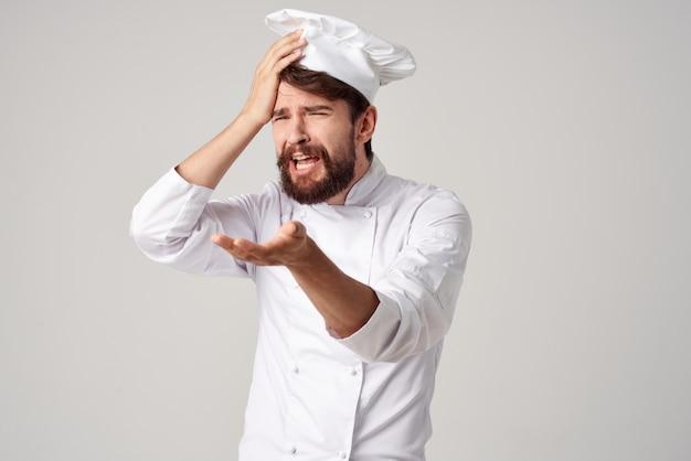 Homme barbu chef cuisine job gestes de la main fond isolé. photo de haute qualité