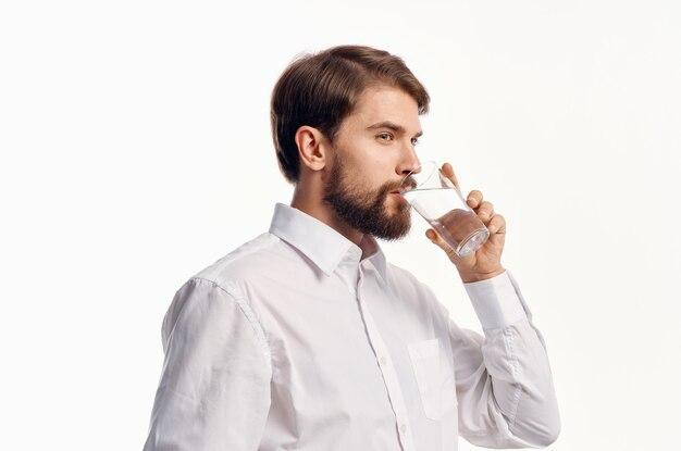 Homme barbu, eau potable, fond, isolé
