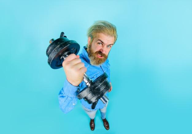 Homme barbu avec haltère lors d'un exercice sport entraînement fitness mode de vie sain gym