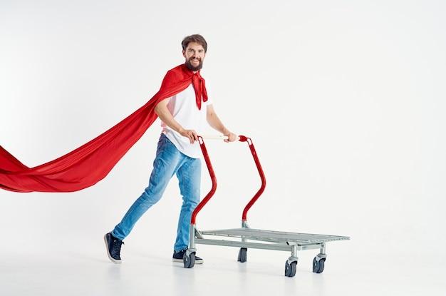 Homme barbu monter un panier divertissement fond isolé