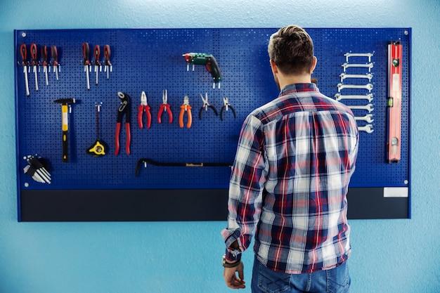 Homme et barre d'outils