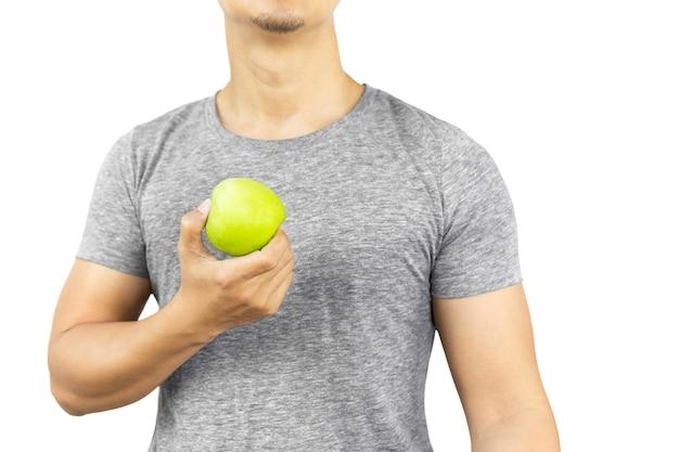 Homme en bonne santé, tenant une pomme verte fraîche