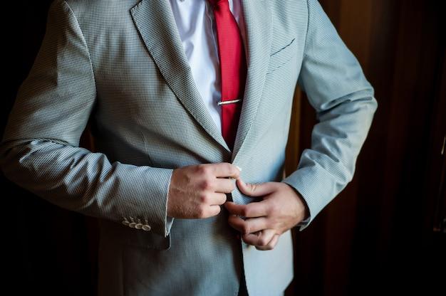 L'homme bouton veste, marié, affaires