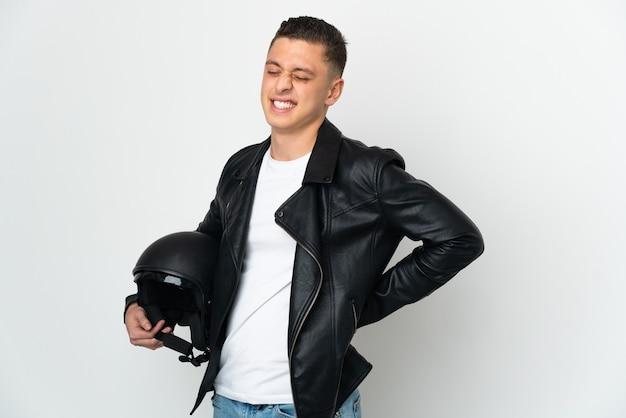 Homme caucasien avec un casque de moto isolé