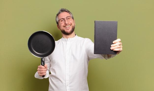 Homme de chef d'âge moyen cuisinier d'apprentissage