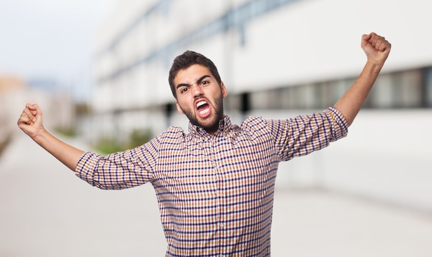 L'homme en chemise à carreaux représentant la colère.
