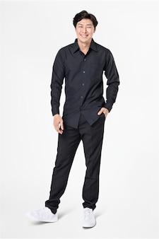 Homme en chemise noire et pantalon décontracté mode corps entier