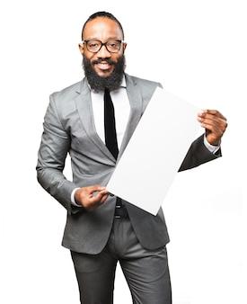 Homme en costume avec une affiche