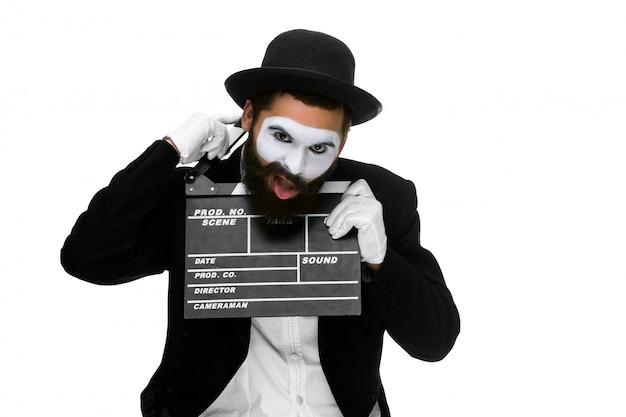 Homme dans l'image mime avec film board
