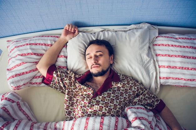 Homme dans un profond sommeil
