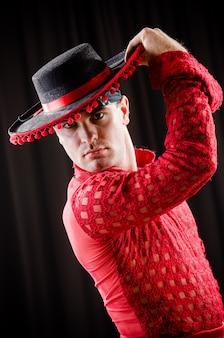 Homme danse danse espagnole en vêtements rouges