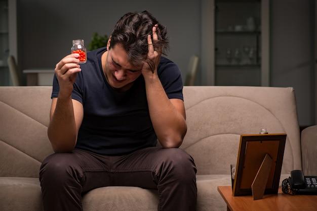 Homme désespéré pensant au suicide