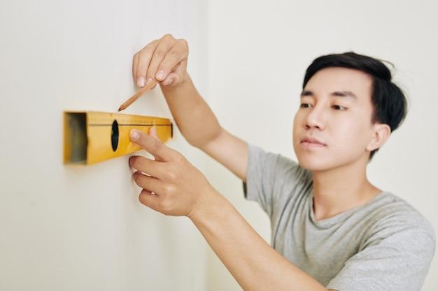 Homme, dessin de ligne sur le mur