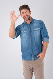 Homme, dire au revoir, porter, a, chemise denim