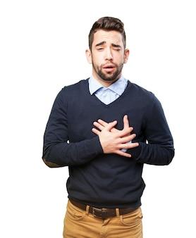 L'homme avec la douleur de coeur