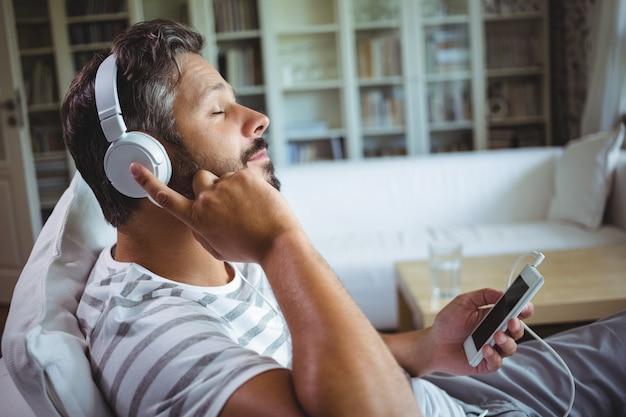Homme, écoute, musique, écouteurs