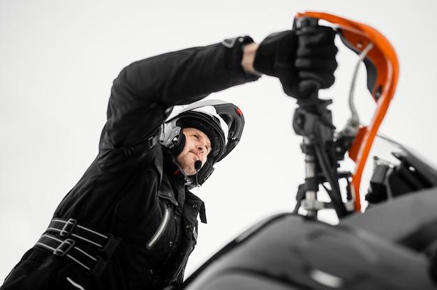 Homme, équitation, moto
