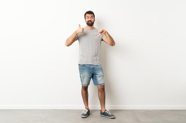 Homme faisant bon signe