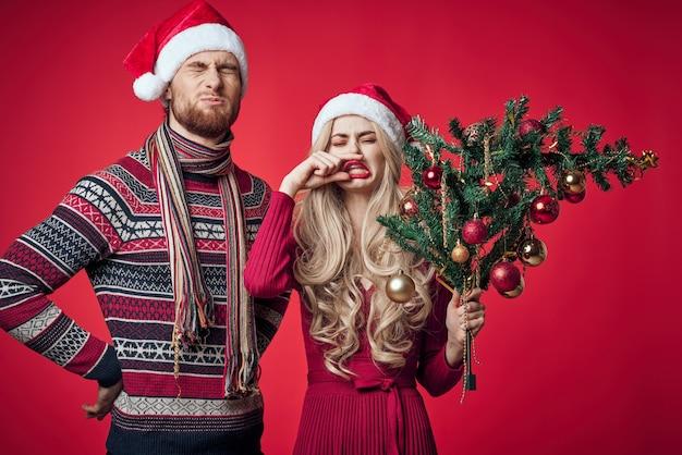 Homme et femme vacances décoration de noël famille romance. photo de haute qualité
