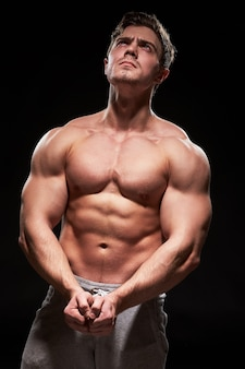 Homme de fitness musclé sexy
