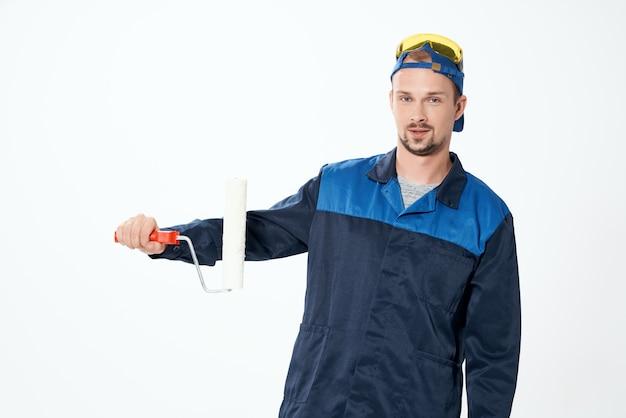 L'homme en forme de travail instruments fond isolé professionnel