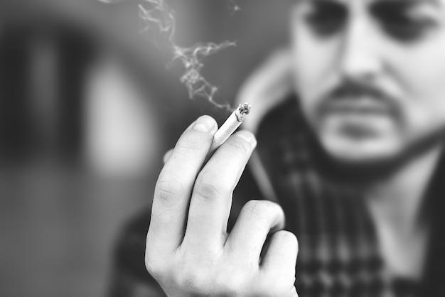 Homme, fumer cigarette