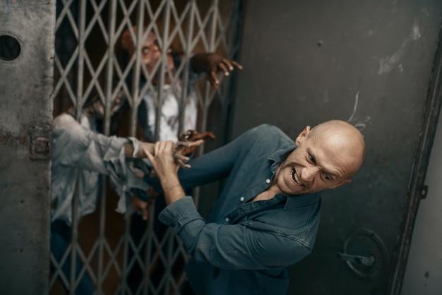 Homme fuyant l'armée de zombies, apocalypse