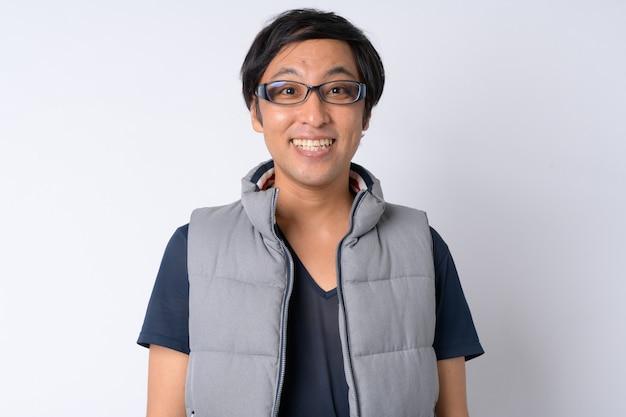 Homme japonais prêt pour la randonnée sur blanc