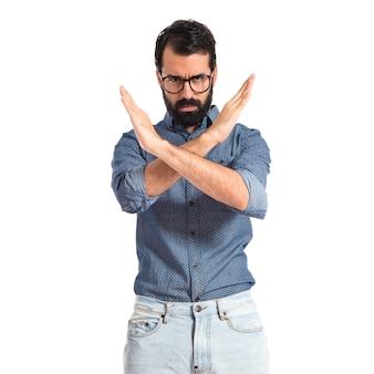 Homme jeune hipster ne faisant aucun geste