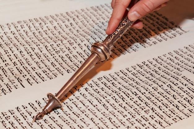 Homme juif vêtu de vêtements rituels