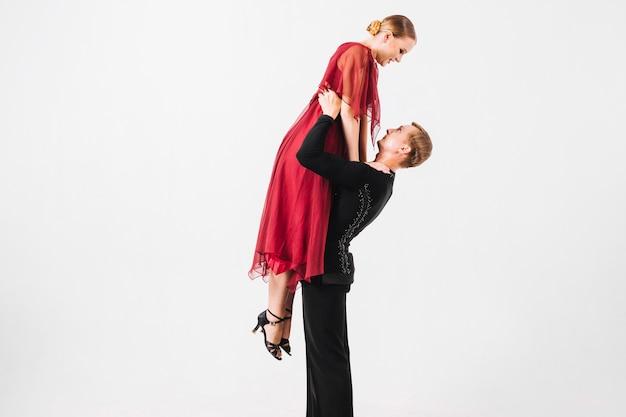 Homme, levage, femme, pendant, danse