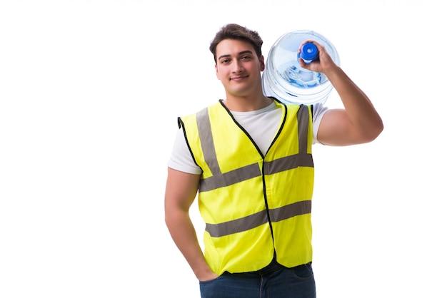 Homme livrant une bouteille d'eau isolée