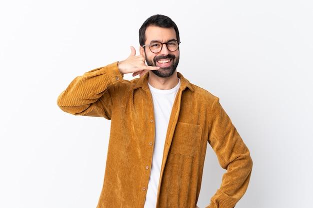 Homme à lunettes et chemise jaune