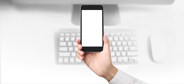 Homme main tenant le périphérique smartphone et écran tactile.idée d'entreprise