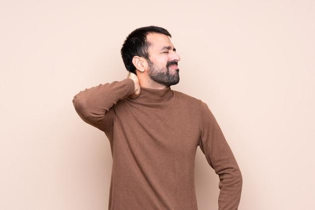 Homme avec mal au cou