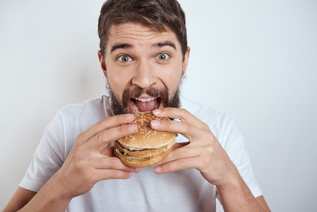 Homme, manger, burger