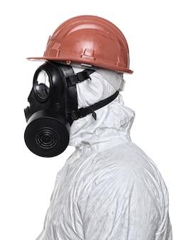Homme avec masque à gaz