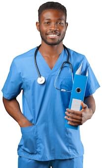 Homme médecin africain isolé sur fond blanc