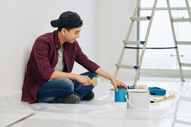 Homme, mélange de peintures murales