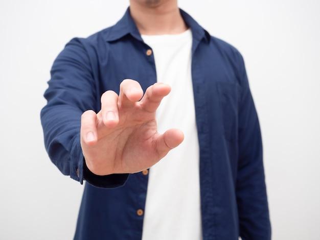 Homme montrant la main pour attraper quelque chose crop shot, close up man donner la main vide