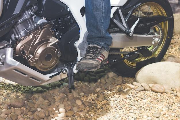 Homme à moto