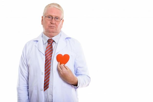 Homme mûr avec un coeur