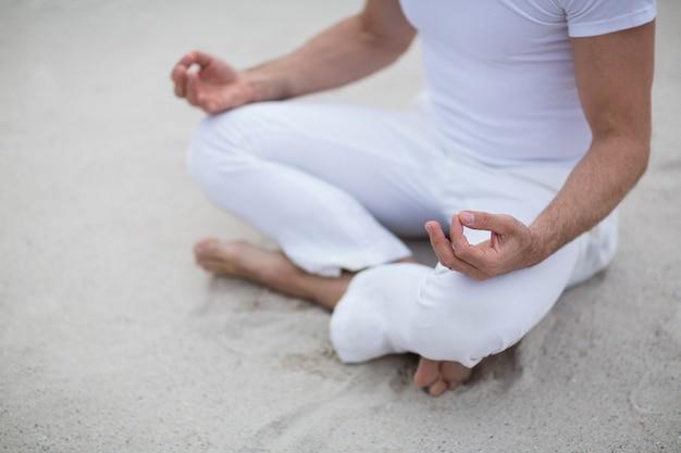 Homme mûr, méditation
