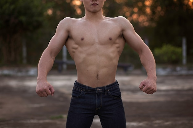 Homme musclé sexy