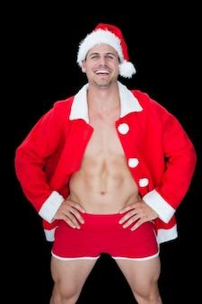 Homme musclé souriant, posant en tenue sexy santa