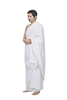 Homme musulman asiatique religieux avec une robe de hajj