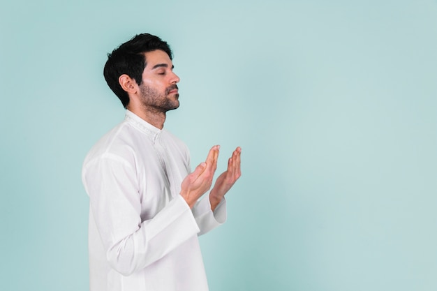 Homme musulman en prière