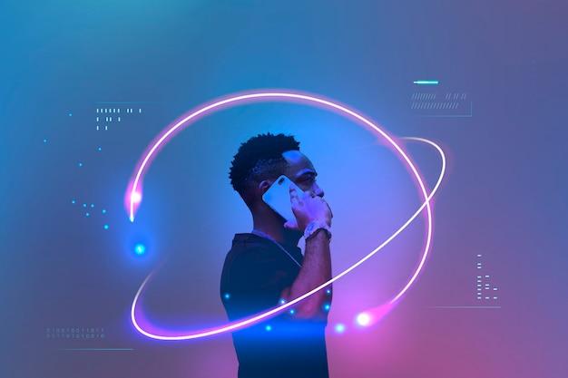 Homme noir parlant sur son téléphone portable