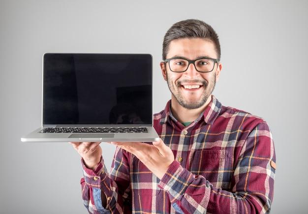 Homme, ordinateur portable, projection, screeen